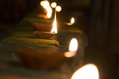 Lampes à pétrole brûlant dans le diwali image libre de droits