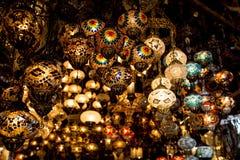 Lampes à vendre sur le bazar grand à Istanbul, Turquie Photo stock