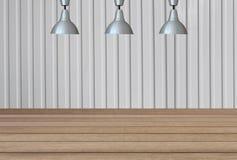 Lampes argentées sur le plafond et un contexte sur un métal blanc Shee Photographie stock libre de droits