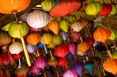 Lampes asiatiques colorées