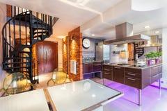 Lampes au néon dans une cuisine photo libre de droits