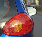 Lampes circulantes en voiture de voiture d'arrière de route de voyage photographie stock libre de droits
