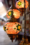 Lampes colorées au bazar grand à Istanbul Photos libres de droits