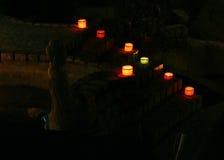 lampes colorées par bougies de Bouddha allumées Photographie stock libre de droits