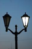 Lampes démodées classiques sur un lampadaire Photos libres de droits