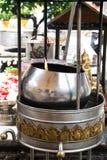 Lampes de beurre avec des flammes dans le temple Photo libre de droits