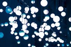 Lampes de boules dans le plafond images libres de droits