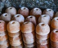 Lampes de sel de tasse de pile image stock