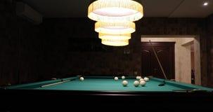 Lampes de table incluses de billard qui accrochent vers le bas banque de vidéos