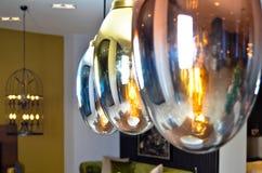 Lampes modernes et élégantes Rougeoyez, illuminez photographie stock