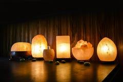 Lampes naturelles de sel   Sel de l'Himalaya photo libre de droits