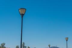3 lampes publiques érigeant au ciel Image libre de droits