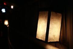 Lampes s'allumant dans le restaurant Photographie stock libre de droits