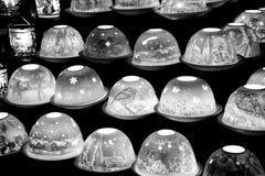 Lampes sur un marché de Noël Photographie stock libre de droits