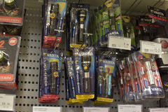 Lampes-torches dans le magasin Photographie stock