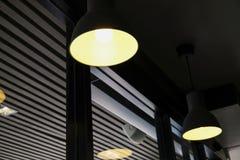 Lampgarnering i shoppa Arkivbilder