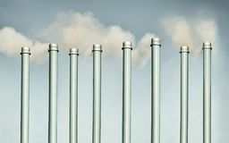 Lampglas och fabriksskorstenföroreningbegrepp royaltyfri fotografi