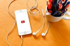 LAMPHUN, ΤΑΪΛΑΝΔΗΣ - 16.2016 ΣΕΠΤΕΜΒΡΙΟΥ: Smartphone με τη Apple iPho Στοκ φωτογραφία με δικαίωμα ελεύθερης χρήσης