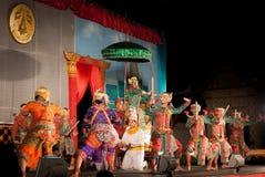 Lamphun, TAILÂNDIA - 19 de março: Vestido tradicional tailandês. atores por imagem de stock