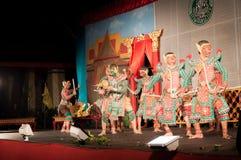 Lamphun, TAILÂNDIA - 19 de março: Vestido tradicional tailandês. atores por imagens de stock