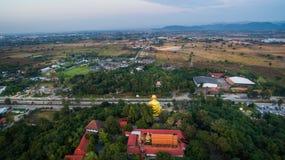 Lamphun, Thailand, 20 December 2016: Het gelijk maken van super weg van La Stock Afbeelding