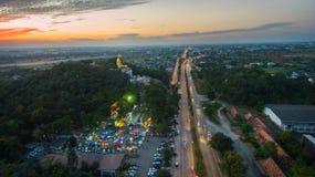 Lamphun, Thailand, 20 December 2016: Het gelijk maken van super weg van La Stock Foto's