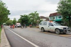 LAMPHUN THAILAND - JULI 04,2017: Motorcykelolycka på roen Royaltyfri Foto