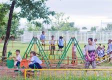 """LAMPHUN THAILAND †""""JUNI 16: Barn som spelar i special playg Fotografering för Bildbyråer"""