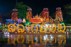 LAMPHUN THAILAND 26 SEPTEMBER: De traditie van Salakyomlanna in Wat Stock Afbeelding