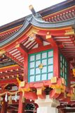 Lampion na zewnątrz Japońskiej Sintoizm świątyni obrazy stock