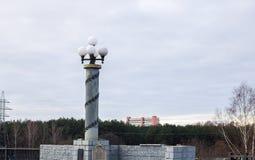 Lampion przeciw lasowi i niebu Fotografia Royalty Free