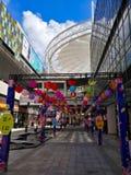 Lampions colorés accrochant dans le centre commercial pour le mi festival d'automne et les vacances nationales Photographie stock