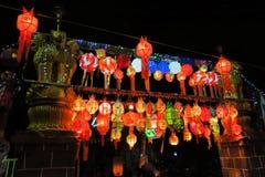 Lampions colorés au sol Photos stock