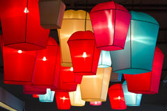 Lamplicht op het plafond Stock Foto