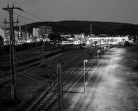 Lampljus i en järnvägsstation arkivbild