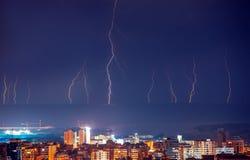 Lampo nella città di notte Immagini Stock Libere da Diritti