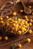 Lamponi gialli organici crudi Fotografia Stock Libera da Diritti