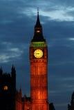 Lampor av stora Ben på skymningen Royaltyfri Foto