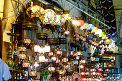 Lampor i den stora bazaren i Instanbul Royaltyfria Foton