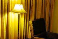 Lampor och en soffa i sovrummet Royaltyfria Foton