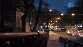 Lampor på gatorna som tänder staden lager videofilmer