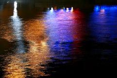 lampor som reflekterar vatten Royaltyfri Bild
