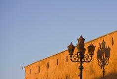 Lampost und Schatten stockbilder