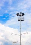 Lampost y fondo del cielo azul en Tailandia Fotos de archivo libres de regalías