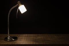 Lampowy cień na stole zdjęcie stock