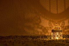 Lampowy jaśnienie na ciemnej ścianie Fotografia Royalty Free