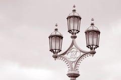 Lamppost на мосте Вестминстер, Лондон Стоковые Фотографии RF