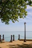 Lamppost e praia Fotografia de Stock Royalty Free