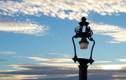 Lamppost en de zonsondergang royalty-vrije stock foto's