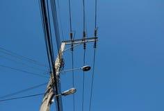 Lamppost met kabel Royalty-vrije Stock Foto